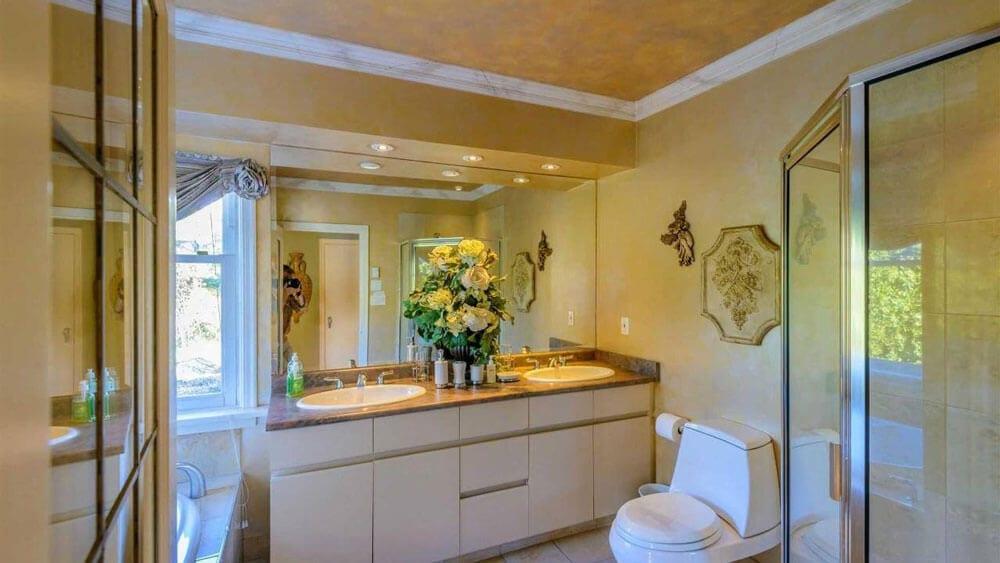 bathroom in ocean view deluxe suite