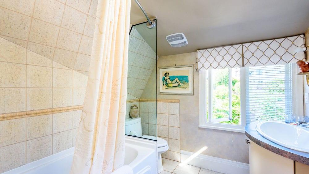 complete 3-piece private bathroom