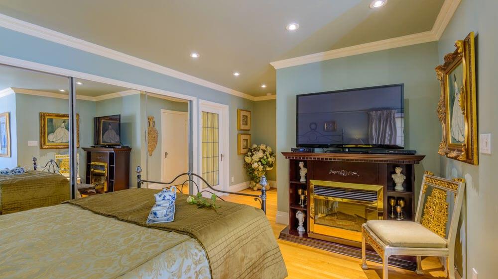 fireplace view deluxe queen suite